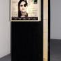 Homo sapiens, estampe numérique sur plastique pour boîte lumineuse, enregistrement et écouteur, 193 x 96 x 64 cm, 2004